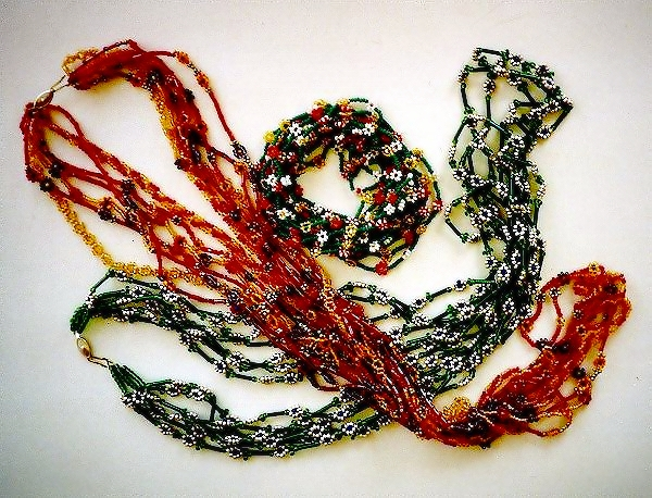 Альбом пользователя DBells. нра. чт, 11/01/2007 - 13:46.  Летние ожерелья из разноцветного бисера.